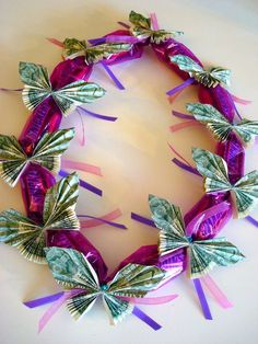 Once Upon A Pink Moon: Tutorial - How to make a candy lei with dollar bill butterflies Graduation lei Money Lei, Money Origami, Gift Money, Money Gifting, Cash Gifts, Homemade Gifts, Diy Gifts, Creative Money Gifts, Graduation Leis
