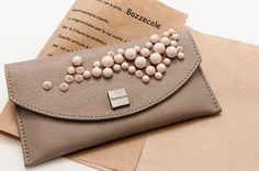 Le custodie in pelle Bazzecole sono ideali per il vostro Smartphone #Samsung e per molte altre marche. #Moda #Fashion #Style #Madeinitaly #Handmade #Bazzecole #custodie #custodia #leather #cases #Parigi