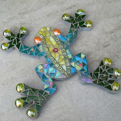 http://www.craftjuice.com/story.php?title=mosaic-frog-wall-plaque-folksy-2