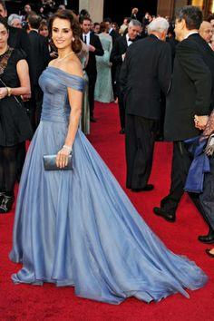 A glamorous Armani Privé gown for Penélope Cruz at the Oscars