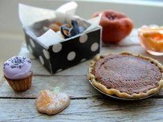 Pumpkin pie 1:12 scale by Kim Saulter #miniaturefood #miniaturebakedgoods