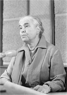 Schriftstellerin Anna Seghers bei einer Lesung, 1962
