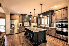 Most Popular Kitchen Design Ideas on 2018 & How to Remodeling Two Tone Kitchen Ideas To Avoid Boredom in Your Home Two Tone Kitchen Cabinets, Kitchen Redo, New Kitchen, Kitchen Remodel, Kitchen Paint, Kitchen Layout, Rustic Kitchen Cabinets, Black Cabinets, Kitchen Floor