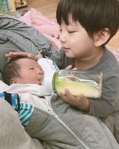 Cute Asian Babies, Korean Babies, Asian Kids, Cute Babies, Father And Baby, Dad Baby, Baby Kids, Baby Boy, Cute Family