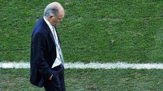 Alejandro Sabella DT de Argentina.. preocupado porque no llegaba el gol.... Argentina 1 Suiza 0 .......... Gol de Di Maria..... en tiempo suplementario..... 1 julio de 2014.. octavos de final..  Estadio Arena Corinthias ... San Pablo.. Brasil.