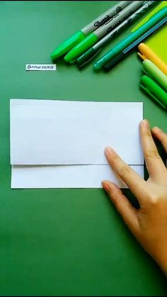 Art Drawings For Kids, Art Drawings Sketches Simple, Drawing For Kids, Easy Drawings, Diy Crafts Hacks, Diy Crafts Videos, Diy Videos, Instruções Origami, Cool Paper Crafts