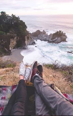 Lately we've been thinking back to some of our best adventures spent together in This particular trip led us down the coast of California to Big Sur and it easily became a favourite spot. Who do you want to adventure with in Couple Photography, Travel Photography, Photography Ideas, Camping Accesorios, Travel Aesthetic, Travel Goals, Travel Couple, Van Life, The Great Outdoors