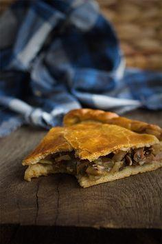 Empanada de setas. Receta gallega  Buenisima !!!!Le puse encima del relleno queso de lonchas.