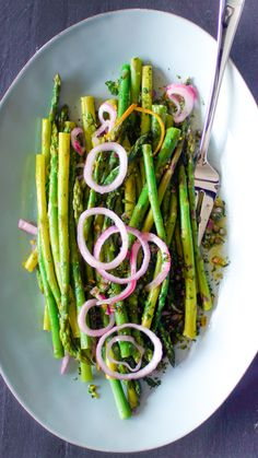 This Asparagus with Salsa Verde and Pickled Onions is a dish with scarlet-colored onions and fine slivers of orange peel in the green sauce, and it looks and tastes like spring. Orange Peel, Orange Juice, Food Network Recipes, Cooking Recipes, Healthy Recipes, Vegetable Side Dishes, Vegetable Recipes, Vegetarian Menu, Vernal Equinox