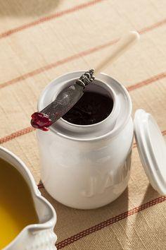 Porcelain jam jar to serve those preserves in style!