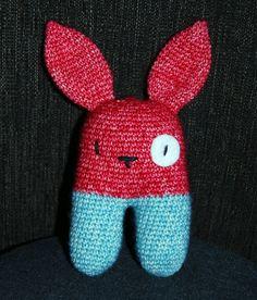 Rattle Bunny à la Lanukas http://www.ravelry.com/projects/kabeltrui/comet