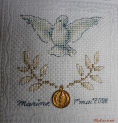 communion : Tous les messages sur communion - Page 2 - Un fil sur la toile Crochet Blanket Patterns, Cross Stitch Patterns, Religious Cross, Corpus Christi, First Communion, Le Point, Couture, Coin Purse, Arts And Crafts