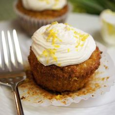 Since we had salads yesterday, how about some rich, creamy frosting to celebrate the weekend? Sounds balanced to me. This ...