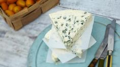 TOP 10 WORLD CHEESES YOU MUST TASTE