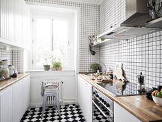 Cocina con damero muy pequeños - 10 ideas para decorar con suelos de ajedrez