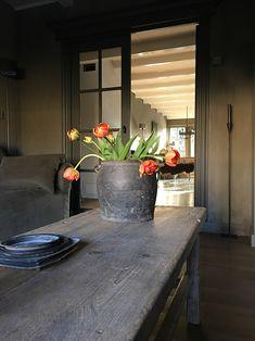 Binnenkijken bij Marion Wabi Sabi, Pretty Room, Modern Country, Vintage Farmhouse, Interior Inspiration, Accent Decor, Sweet Home, Dining Table, Blog