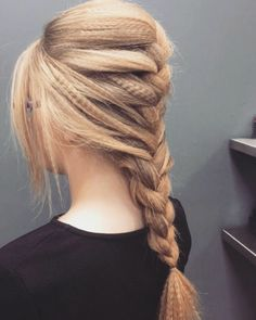 If it's good enough for Beyoncé. Here are 22 examples of how to wear crimped hair in w. - Hairstyles Hair Ideas, Cut And Colour Inspiration Cute Braided Hairstyles, Trendy Hairstyles, Crimped Hairstyles, Fishtail Ponytail, Braided Pigtails, Braided Buns, Small Braids, Loose Braids, Dyed Hair