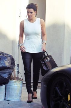 Kim Kardashian stopping to pay a visit to her boyfriend Kanye West in West Hollywood, California on July 2012 Kim Kardashian Show, Kardashian Style, Hermes Birkin, Love Fashion, Fashion Outfits, Womens Fashion, Casual Outfits, Kim K Dresses, Kim K Style