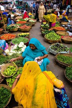 I love the colors of India and the women are just beautiful. Majority of the markets in India mainly sell vegetables or fruits We Are The World, People Of The World, Wonders Of The World, Places Around The World, Around The Worlds, Beautiful World, Beautiful Places, Amazing Places, Taj Mahal