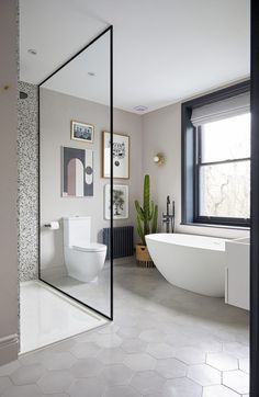 Green bathroom: complete guide to decorate this little corner - Home Fashion Trend Beautiful Bathrooms, Modern Bathroom, Small Bathroom, Open Plan Bathrooms, Victorian House Interiors, Townhouse Interior, House Extension Design, London House, Family Bathroom