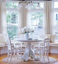 Bay window - Talvez você nunca tenha ouvido falar das bay windows, mas, com certeza, já as deve ter visto nas fachadas de casas, prédios ou em imagens de revistas de decoração. Encantando lares e inundando-os com luz natural.