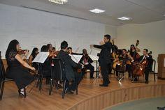 Integrantes da Orquestra de Cordas Aécio de Souza Salvador emocionaram o público presente com sua exibição.