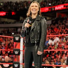 """Rowdy"" Ronda Rousey gets into an altercation with Dana Brooke three weeks before The Show of Shows. Ronda Rousey Pics, Ronda Jean Rousey, Wwe Female Wrestlers, Female Athletes, Divas Wwe, Rhonda Rousy, Ronda Rousey Wallpaper, Rowdy Ronda, Wwe Wallpaper"
