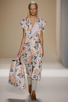 Victoria Beckham Spring 2017 Ready-to-Wear Fashion Show - Marjan Jonkman