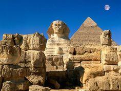 スフィンクスとピラミッド(エジプト)