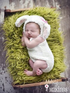 Little Lamb Overalls and Hat Set Knitting Pattern - 4 Sizes Included Baby Knitting Patterns, Pattern Baby, Baby Patterns, Free Pattern, Knitting Ideas, Crochet Patterns, Halloween Bebes, Baby Girl Halloween Costumes, Baby Costumes