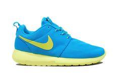 huge discount a3c8f 1a804 Nike Roshe Run Blue Glow Volt Nike Roshe Rennen, Nike Sportbekleidung, Nike  Free