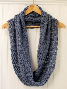 free+crochet+patter+infinity+scarf | Mobius Infinity Scarf / Wrap | Petals to PicotsPetals to Picots