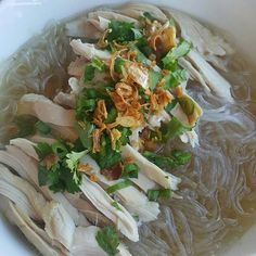 Mien Ga (men yeah) Vietnamese glass noodle soup is light, but super satisfying! Perfect for cool weather. Prepare to take a trip to slurp city! Vietnamese Soup, Vietnamese Cuisine, Vietnamese Recipes, Asian Noodle Recipes, Asian Recipes, Healthy Recipes, Asian Desserts, Laos Recipes, Yummy Recipes