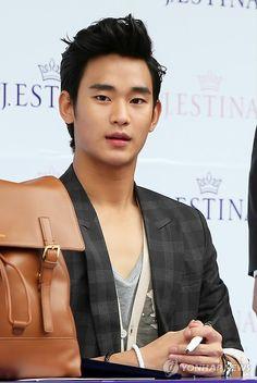 [June 10th 2012] Kim Soo Hyun (김수현) on J.ESTINA Fan Signing Event at Lotte Department Store (Jamsil Branch) #93 #KimSooHyun #SooHyun #JESTINA