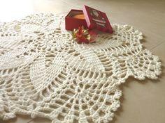 Tappeto bianco uncinetto effetto pizzo, crochet home decor di Filìn Filando su DaWanda.com