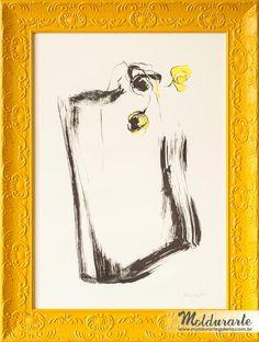 """Serigrafia """"Sem Nome"""" com moldura trabalhada amarela. Artista: Lu Borghetti. Formato: 65 x 87 cm. Cód. 03824. contato@moldurartegaleria.com.br — em Moldurarte Galeria."""