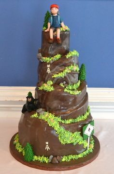 Appalachian Trail Groom's Cake- Complete with hiker and a bear! REPIN FOR GLOBEMED!