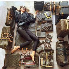 """""""#bloggerstyle #fashionbook #lookbook #outfitoftheday #streetstyle #streetfashion #fashionista #fashionblogger #fashionable #fashionaddicted…"""""""