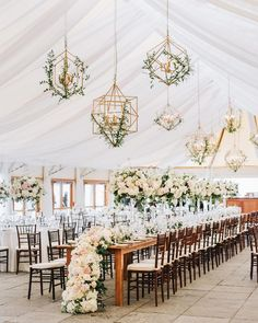 The most ingenious wedding lights we ever did see! String lights and Edison bulbs are always a good idea, but imagine how chandeliers, pendants and floating candles can transform a reception space. We have rounded up 25 of our favorite wedding reception design ideas with a spotlight on unique wedding lighting on #ruffledblog now!