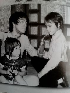 Bruce with Shannon and Brandon on the set of Game of Death.