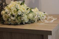 Biela svadobná kytica v tvare kvapky