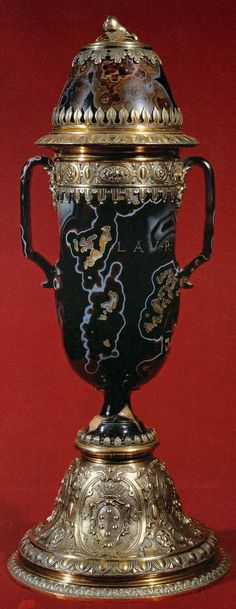 Two-handled covered vase in sardonyx, inscribed LAV. R. MED., with silver-gilt mounts. Height 17 3/4 inches. -Florence, Museo degli Argenti-