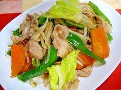 楽天が運営する楽天レシピ。ユーザーさんが投稿した「プロ直伝!野菜炒め」のレシピページです。意外と奥が深い野菜炒め!家庭でも美味しく出来ちゃいますよ♪。野菜炒め 肉野菜炒め。豚こま肉,キャベツ,ニンジン,ピーマン,もやし,★鶏スープの素,★醤油,★塩・こしょう,★オイスターソース,★水溶き片栗粉(水1:片栗粉1)