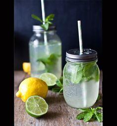 Une limonade détox au citron, au citron vert et à la menthe
