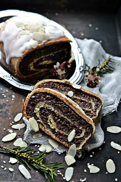 The flavors of Alsace: Poppy seed cake wrapped Baking Recipes, Cake Recipes, Dessert Recipes, English Desserts, Serbian Recipes, Polish Recipes, Polish Food, Sweet Bread, Yule