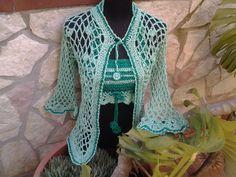 | Verde intreccio | Coordinato cardigan e top interamente realizzati uncinetto con fettuccia viscosa lucida, articolo unico, tg 44/46 cod 123