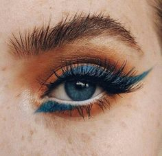Orange and blue eyeshadow look - pinentry.top-Lidschatten-Look in Orange und Blau – pinentry.top Eye shadow look in orange and blue, - Cat Eye Makeup, Beauty Makeup, Hair Makeup, Hair Beauty, Runway Makeup, Eyeshadow Makeup, Witch Makeup, Clown Makeup, Makeup Style