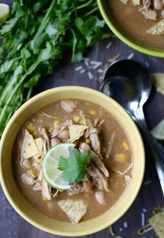 White Bean Chicken Chili Recipe Sometimes you just want to comfort, whether it be your favorite cozy sweatshirt or a favorite cup of chili. Well, mark this down as one of your favorites, because oh my gosh, can I just tell you how amazing this taste? White Bean Chicken Chili, White Bean Chili, White Beans, Chili Recipes, Crockpot Recipes, Whole Food Recipes, Healthy Recipes, Healthy Eats, Recipes With White Flour