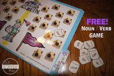 Kids will have fun practicing identifying parts of speech with this fun, reusable, and FREE Marshmallow Incident Noun Verb Game Sorting Games, Sorting Activities, Reading Activities, Parts Of Speech Practice, Noun Games, Teaching Verbs, File Folder Games, File Folders, 2nd Grade Worksheets