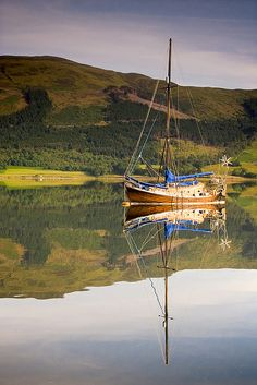 Scotland - Loch Leven - I've never seen such calm in nature! Oh The Places You'll Go, Great Places, Places To Travel, Beautiful Places, Places To Visit, Oslo, England And Scotland, Skye Scotland, Scotland Travel
